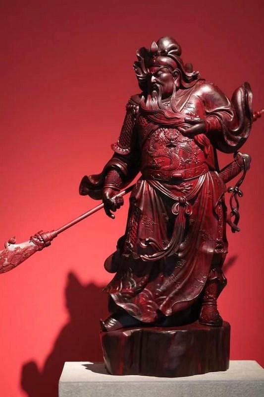 tượng quan công gỗ tử đàn