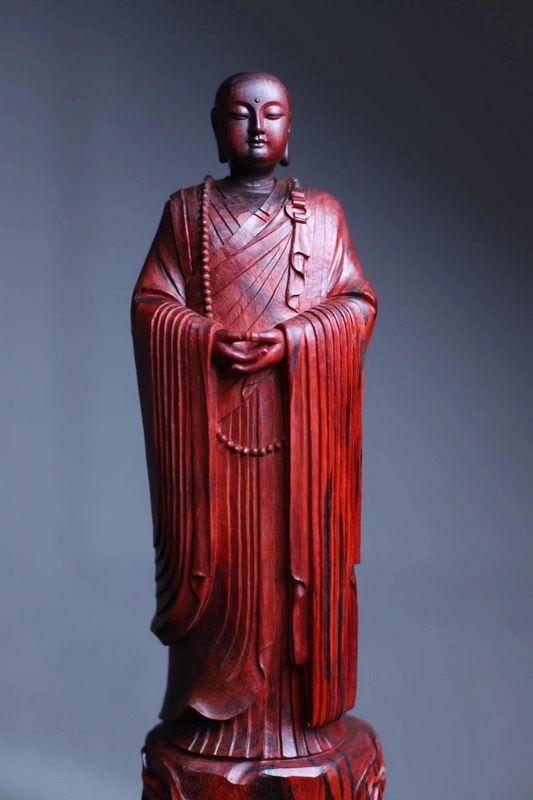 tượng địa tạng vương bồ tát bằng gỗ tử đàn